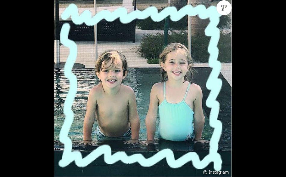 Le prince Nicolas et la princesse Leonore de Suède photographiés - vraisemblablement en Floride - dans une piscine par leur mère la princesse Madeleine de Suède, photo publiée sur Instagram le 18 février 2019.