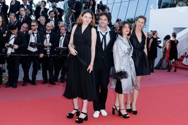 """Le chanteur M (Matthieu Chedid), sa fille Billie et sa compagne Loïca Saint-M'leux Graziani (robe noire à droite) - Montée des marches du film """"Les Filles du Soleil"""" lors du 71e Festival International du Film de Cannes. Le 12 mai 2018 © Borde-Jacovides-Moreau/Bestimage"""