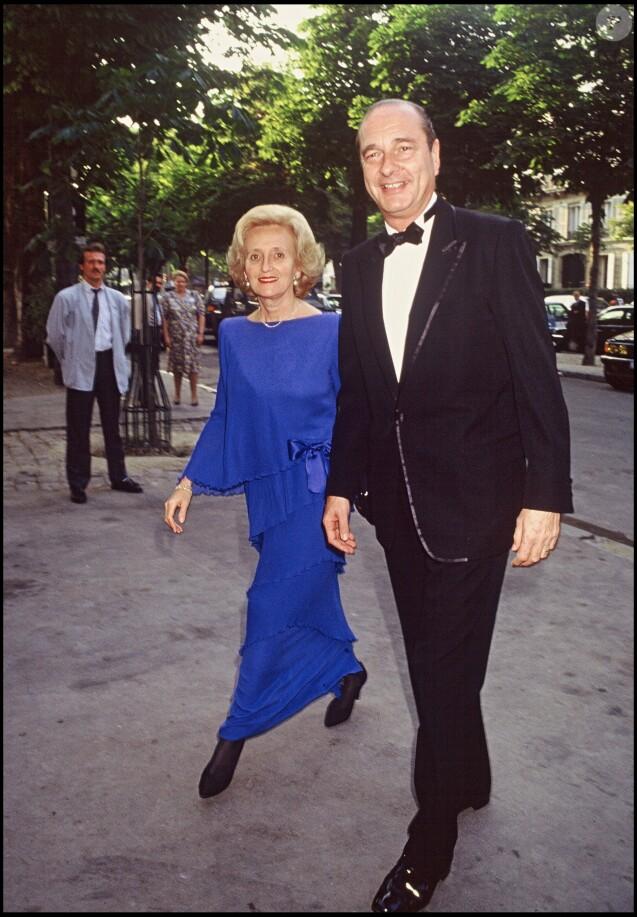 """Bernadette et Jacques Chirac arrivent au restaurant """"Laurent"""" pour le dîner en l'honneur du président américain Ronald Reagan le 15 juin 1989."""