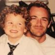 Jack Perry enfant dans les bras de son papa, le regretté Luke Perry.