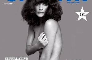 Helena Christensen se passe du superflu : toute nue, c'est tellement plus beau !