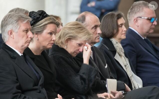 La princesse Astrid de Belgique, assise entre le couple royal (Philippe et Mathilde de Belgique) et son mari le prince Lorenz, est apparue bouleversée lors des obsèques du cardinal Godfried Danneels, décédé le 14 mars à l'âge de 85 ans, célébrées à la cathédrale Saint-Rombaut de Malines le 22 mars 2019.
