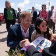 Le prince Harry, duc de Sussex, et Meghan Markle, duchesse de Sussex, rencontrent Daphne Dunne en sortant de l'Opéra de Sydney, le 16 octobre 2018.