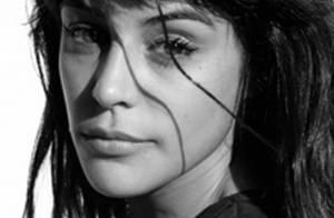 Une jeune actrice espagnole se fait... tirer dessus à la sortie du théâtre par un amoureux fou !
