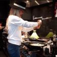 Laeticia Hallyday lors de sa soirée entre amis chez elle, à Los Angeles, le 6 avril 2019.