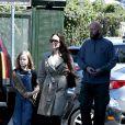 Exclusif - Angelina Jolie est allée acheter des fleurs avec sa fille Vivienne à Los Angeles, le 31 mars 2019.
