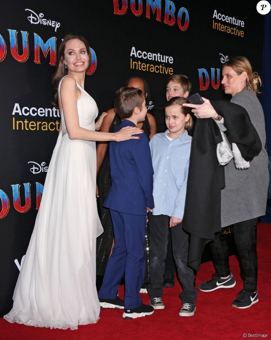 Angelina Jolie et ses enfants Zahara, Shiloh, Vivienne et Knox Jolie-Pitt à la première de Dumbo à Hollywood, Los Angeles, le 11 mars 2019.