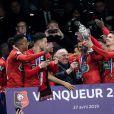 François Pinault et les joueurs du Stade Rennais fêtent leur victoire (2-2, 6-5 aux t.a.b.) en finale de la Coupe de France contre le PSG le 27 avril 2019 au Stade de France.