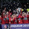 Les joueurs du Stade Rennais fêtent leur victoire (2-2, 6-5 aux t.a.b.) en finale de la Coupe de France contre le PSG le 27 avril 2019 au Stade de France.