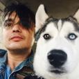 Pete Doherty et son chien. Septembre 2017.