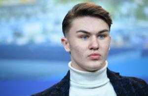 Artem Tkachuk : L'acteur de 18 ans poignardé en pleine rue à Naples