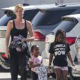 Exclusif - Charlize Theron se promène avec ses enfants Jackson et August dans les rues de Los Angeles, le 28 septembre 2018