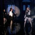 """Madonna, ses hologrammes et Muluma interprètent """"Medellín"""" lors des Billboard Music Awards à Las Vegas, le 1er mai 2019."""