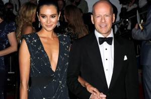 Bruce Willis complètement nu... dans les bras de sa sexy femme Emma Heming ! (réactualisé)