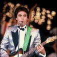 Gérard Holtz est passionné depuis toujours par la guitare et la scène... La preuve !