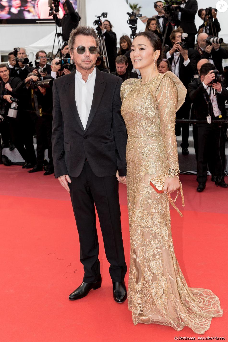 """Jean-Michel Jarre et sa compagne Gong Li lors de la montée des marches du film """"Douleur et Gloire"""" lors du 72ème Festival International du Film de Cannes. Le 17 mai 2019 © Jacovides-Moreau / Bestimage"""