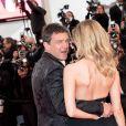 """Antonio Banderas et sa compagne Nicole Kimpel - Montée des marches du film """"Douleur et Gloire"""" lors du 72ème Festival International du Film de Cannes. Le 17 mai 2019 © Jacovides-Moreau / Bestimage"""