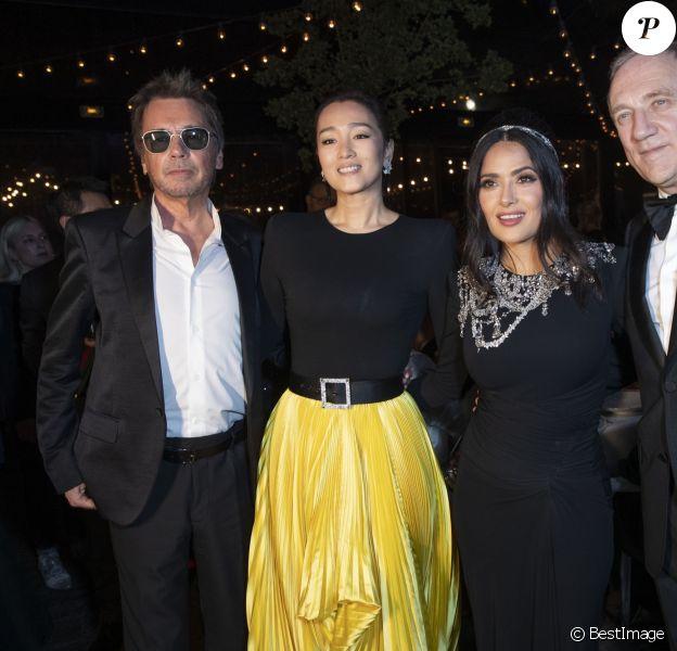 """Jean-Michel Jarre et sa compagne Gong Li, Salma Hayek et son mari François-Henri Pinault - Soirée Kering """"Women In Motion Awards"""" lors du 72ème Festival International du Film de Cannes le 19 mai 2019. © Olivier Borde/Bestimage"""