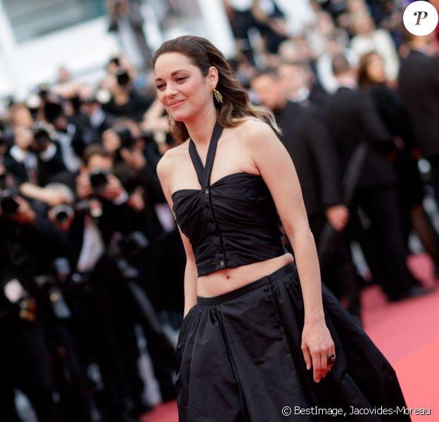 """Marion Cotillard, habillée en Chanel, assiste à la montée des marches du film """"La belle époque"""" lors du 72ème Festival International du Film de Cannes. Le 20 mai 2019 © Jacovides-Moreau / Bestimage"""