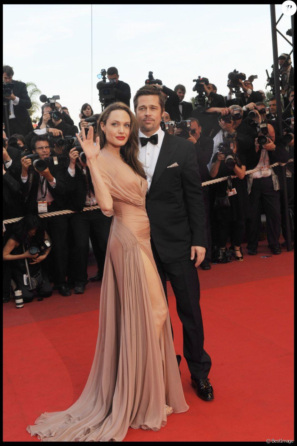 Brad Pitt et Angelina Jolie lors de la montée des marches du film Inglourious Basterds au Festival de Cannes 2011