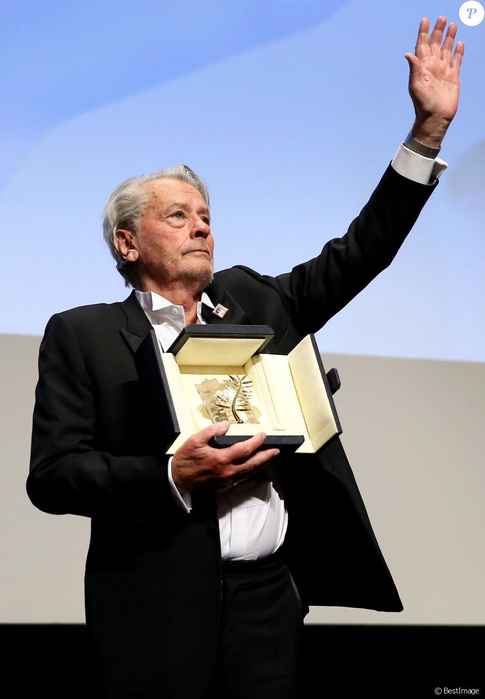 Alain Delon - Remise de la Palme d'Honneur à Alain Delon lors du 72ème Festival International du Film de Cannes. On may 19th 2019 © Jacovides-Moreau / Bestimage