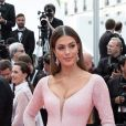 """Iris Mittenaere assiste à la montée des marches du film """"Roubaix, une lumière (Oh Mercy!)"""" lors du 72ème Festival International du Film de Cannes. Le 22 mai 2019 © Jacovides-Moreau / Bestimage"""