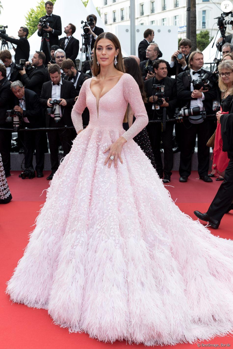 """Iris Mittenaere (bijoux De Grisogono) assiste à la montée des marches du film """"Roubaix, une lumière (Oh Mercy!)"""" lors du 72ème Festival International du Film de Cannes. Le 22 mai 2019 © Borde / Bestimage"""
