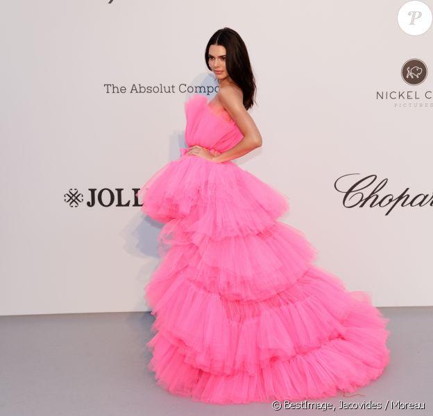Kendall Jenner, habillée d'une robe de la collection Giambattista Valli x H&M, assiste à la soirée amfAR Gala Cannes 2019 à l'Eden Roc au Cap d'Antibes, lors du 72ème Festival International du Film de Cannes, le 23 mai 2019. © Jacovides / Moreau / Bestimage