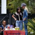 Laeticia Hallyday, ses filles Jade et Joy et deux amies d'école - Les filles de L.Hallyday et deux amies d'école vendent de la limonade pour collecter des fonds pour l'association de leur mère au Vietnam, devant la villa de Pacific Palisades, Los Angeles, Californie Etats-Unis, le 18 mai 2019.