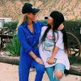 Laeticia Hallyday avec sa fille Jade au centre équestre Smoke Tree Stables de Palm Springs, le 26 mai 2019.