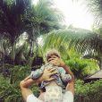 Photo publiée par Natasha Andrews sur Instagram : Pierre Niney et leur fille Lola