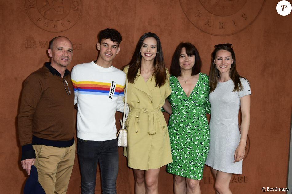 Marine Lorphelin (Miss France 2013) avec sa mère Sandrine, son père Philippe et sa soeur Lou-Anne au Village Roland Garros lors du tournoi de Roland-Garros 2019. Paris, le 26 mai 2019.
