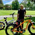Jean-Pascal Lacoste se dévoile en blond sur Instagram, en mai 2019. Ici lors d'une session vélo !