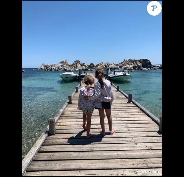 Marc-Olivier Fogiel et ses filles Mila et Lily, le 2 juin 2019 au sud de la Corse.