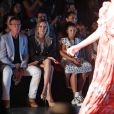Antonio Banderas et sa compagne Nicole Kimpel assistent au défilé Glory Ang lors de la Fashion Week à Miami le 1er juin 2019.