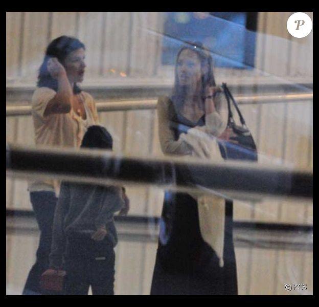 Angelina Jolie et deux de ses enfants, Pax et Maddox à l'aéroport de Washington