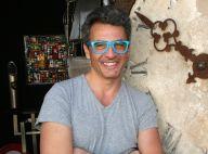 """Julien Cohen (Affaire conclue) et ses lunettes : sa femme """"pas du tout fan"""" !"""