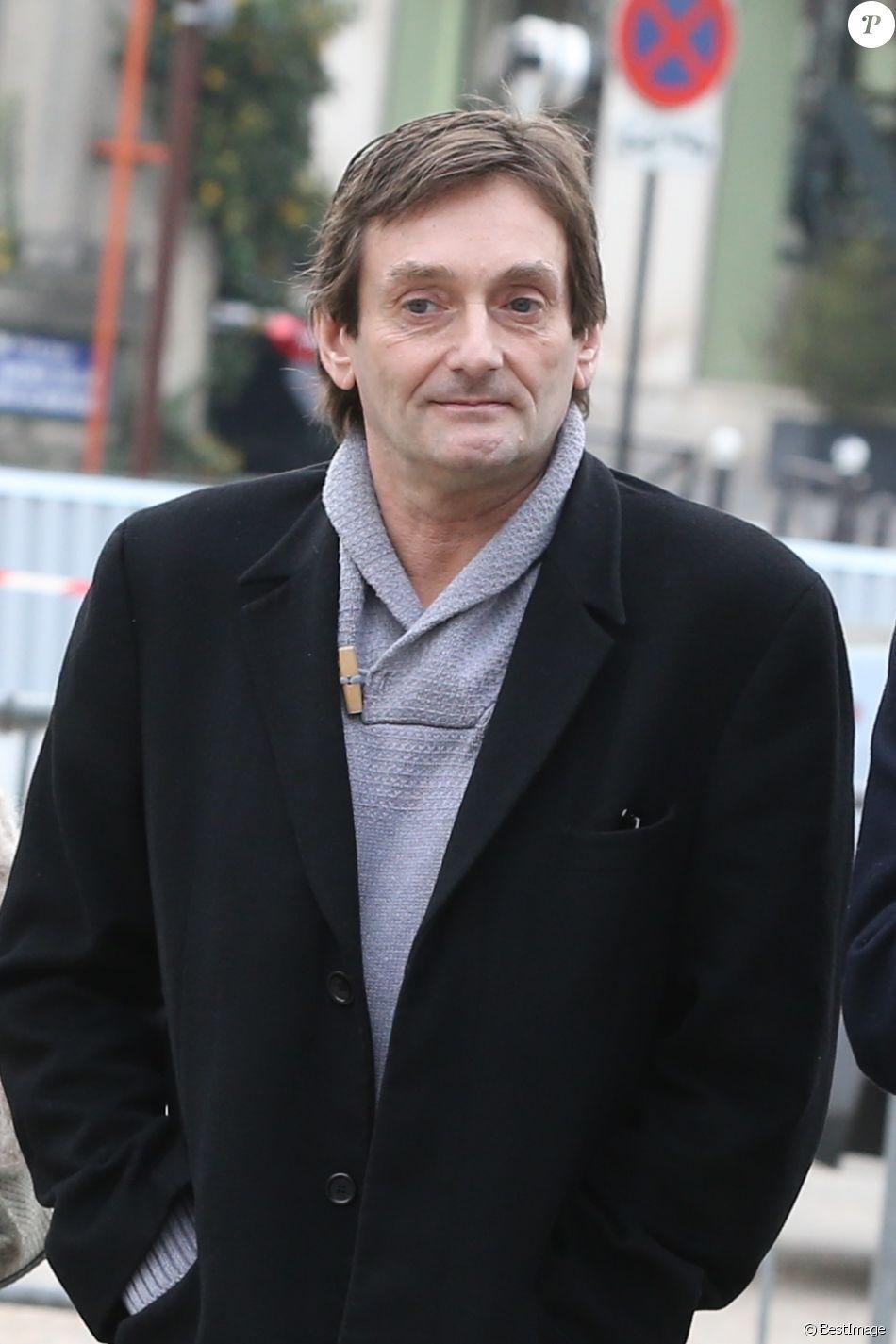 Pierre Palmade lors des obsèques de Véronique Colucci au cimetière communal de Montrouge, le 12 avril 2018.