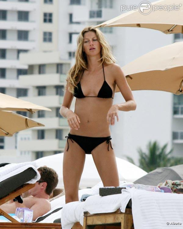 Gisele Bündchen, un bikini noir et c'est tout !