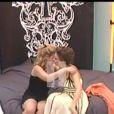Cindy est en larmes dans les bras de Rachel qui quitte la maison dès ce soir !