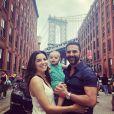 Eva Longoria prend la pose avec son fils Santiago et son mari José Baston, à New York, le 16 juin 2019