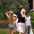 Peter Crouch, joueur de football de Portsmouth, est en vacances avec sa petite amie Abbey Clancy à Porto Cervo en Sardaigne le 22 juin 2009