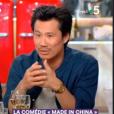 Extrait de l'émission C à vous, diffusée le 18 juin 2019 sur France. Frédéric Chau répond à un sketch de Nicolas Canteloup.