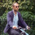 Exclusif - James Middleton fait ses courses quotidiennes sur son vélo triporteur Babboe Dog-E cargo avec ses chiens à Londres, au Royaume-Uni, le 3 juin 2019.