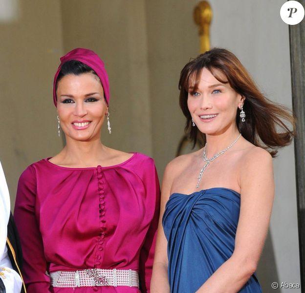 Carla Bruni et Nicolas Sarkozy reçoivent l'Emir du Qatar et son épouse pour un dîner d'Etat. 22 juin 2009.
