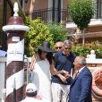 George Clooney et sa femme Amal Clooney sortent de leur hôtel, et prennent un bateau taxi pour se rendre dans un héliport pour s'envoler en hélicoptère de Venise, Italie, le 27 juin 2019.