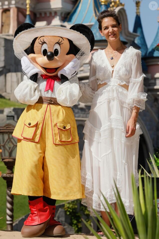 """Katie Holmes au photocall """"Jungle Book Jive"""" dans le cadre du Festival du Roi Lion et de la Jungle à Disneyland Paris. Marne-la-Vallée, le 29 juin 2019. © Christophe Clovis"""
