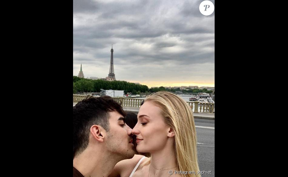 Sophie Tuner et Joe Jonas sur Instagram, à Paris.