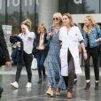 Laurence Favalelli, Marie Poniatowski, Yaël Abrot - Laeticia Hallyday sort du CHR de Orléans au bras du Dr Barbara Tisseron, chef de service de pédiatrie générale le 10 octobre 2018.