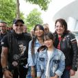 Exclusif - Jade et Joy Hallyday posent avec des bikers - Laeticia Hallyday sort de sa loge pour se rendre sur la scène puis pose avec des bikers et ses amis lors de l'inauguration de l'esplanade Johnny Hallyday à Toulouse, le 15 juin 2019. Laeticia Hallyday et ses filles Jade et Joy sont venues inaugurer une esplanade portant le nom de Johnny Hallyday située en face du Zénith de Toulouse, le 15 juin 2019, date hautement symbolique puisque le rockeur aurait eu 76 ans. © Dominique Jacovides/Bestimag